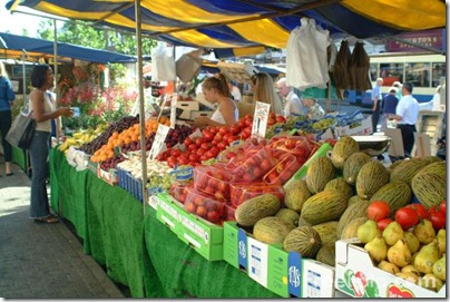 09_08_8---Fruit-and-Veg-Market-Stall_web